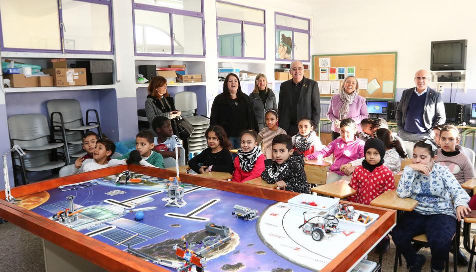 El conseller d'Educació, Josep Bargalló, va visitar ahir l'Escola Marià Fortuny i l'Institut Baix Camp.