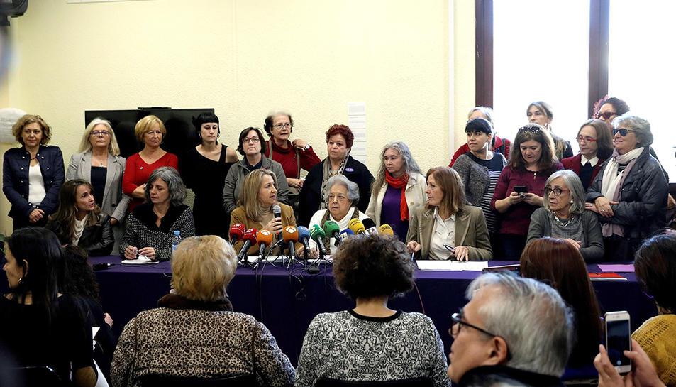 Imatge de la roda de premsa de presentació de les movilitzacions programades contra Vox.