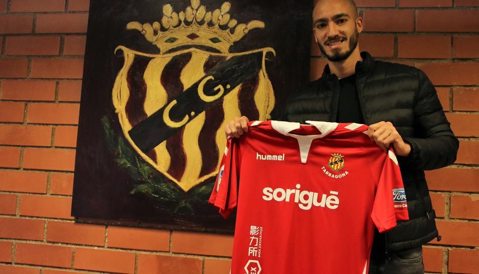 Mikel Villanueva, amb la seva nova samarreta.