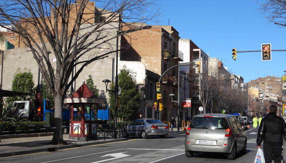Accés al centre des de la riera Miró pel carrer del Roser.