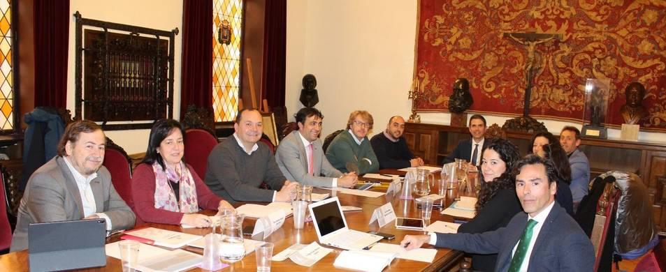 Imatge dels regidors d'Hisenda reunits a l'ajuntament d'Alcalá de Henares.