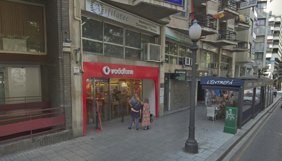 Imatge de la botiga de Vodafone situada a la Rambla Nova de Tarragona.