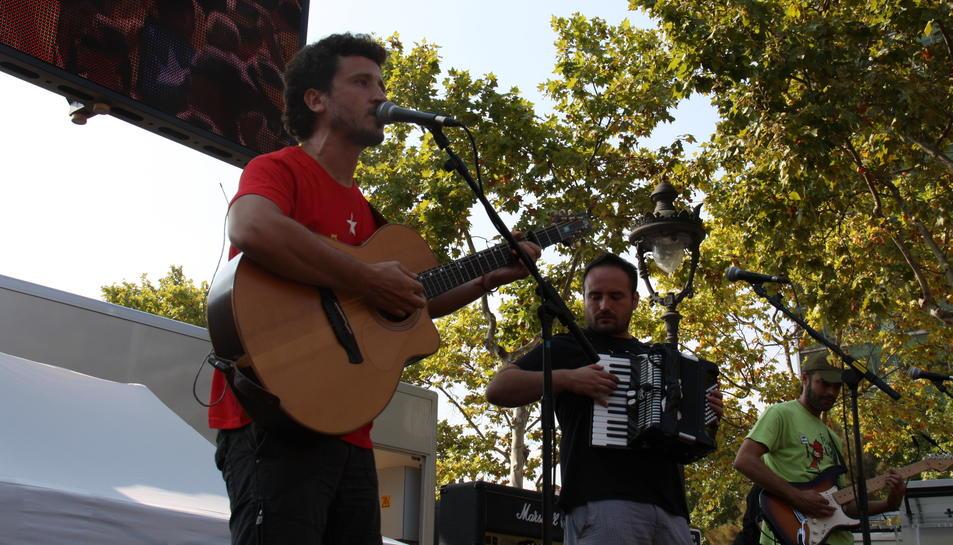 Josep Bordes durant una actuació amb el seu grup Pepet i Marieta a Barcelona.