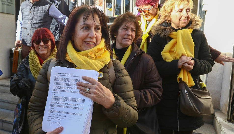 El col·lectiu ha presentat les signatures davant la fiscalia.