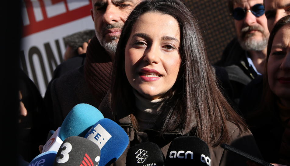 La líder de Cs a Catalunya, Inés Arrimadas, en una atenció als mitjans.