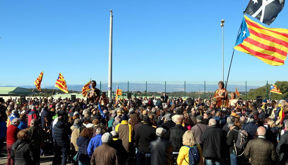 Una cantada multitudinària davant la presó de Mas d'Enric, al Catllar, amb uns 2.000 cantaires de l'Orfeó Català i també de la Conca de Barberà i el Priorat.