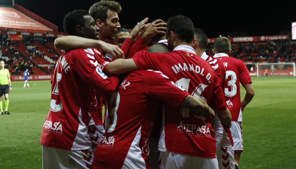 Els jugadors del Nàstic celebrant el gol de Fali contra el Córdoba