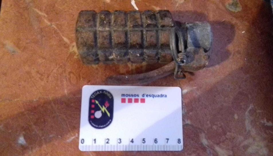 Imatge de la granada de mà recollida pels TEDAX.