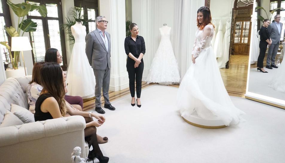 Imatge de l'Aina vestida de núvia durant el programa televisiu.