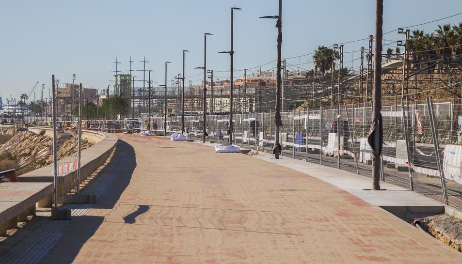 La vorera destinada als vianants és més ampla de la que hi havia fins abans de la reforma.