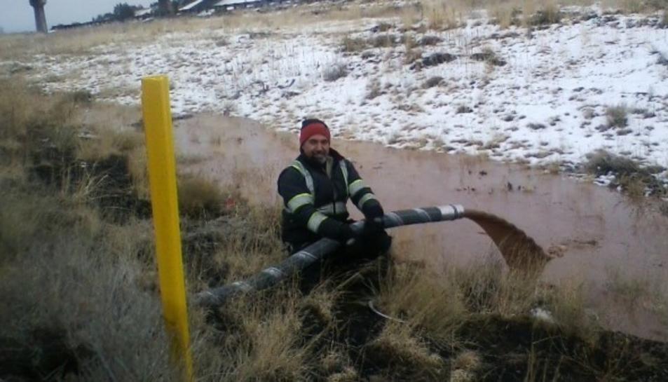 Imatge del 'riu de xocolata' després que un camió cisterna
