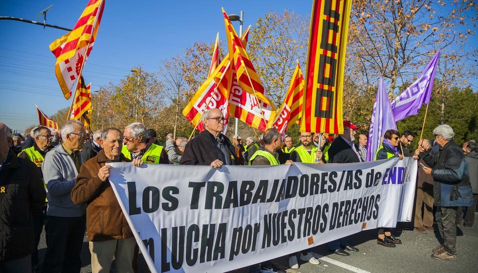 Protesta dels treballadors d'Endesa davant les oficines de l'N-340 a Bonavista