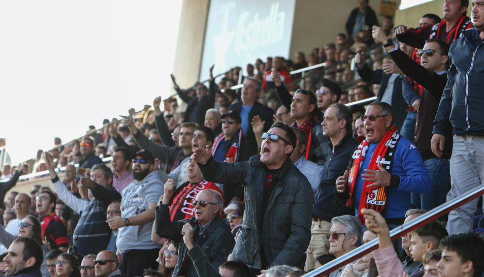 Aficionats del Reus durant un partit a l'Estadi Municipal