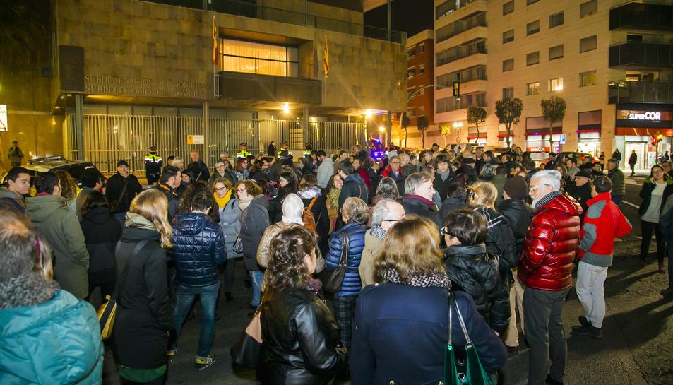 Imatge de la concentració davant de la Subdelegació de Govern.