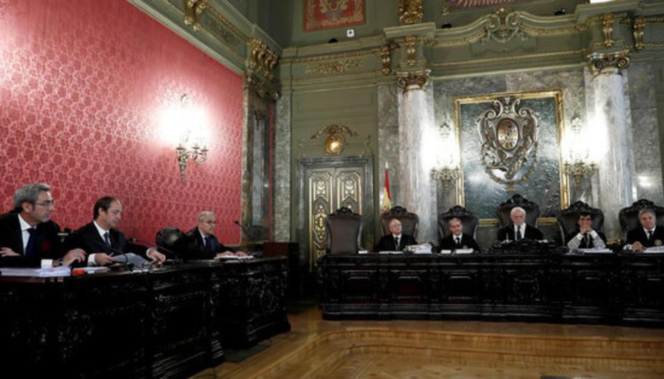 Imatge d'arxiu dels tres lletrats de la defensa i del tribunal, en la vista al Suprem per revisar els recursos del 9-N.