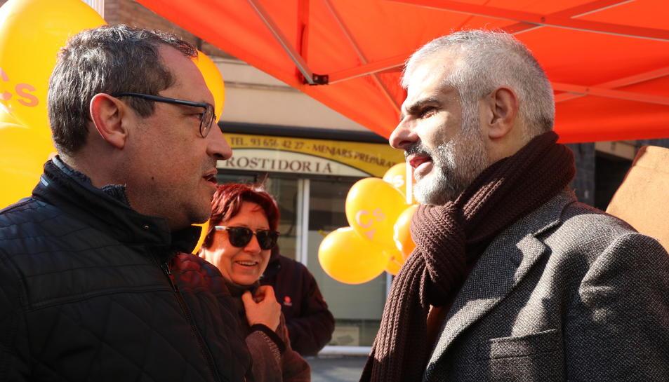 El diputat de Cs Carlos Carrizosa a la carpa del partit a Sant Vicenç dels Horts.