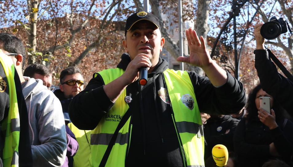 Alberto 'Tito' Álvarez dirigint-se als assistents a l'assemblea.