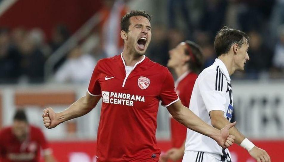 Sadik celebrant un gol