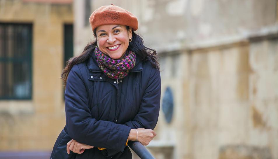 Lydia Gil a la plaça del Fòrum de la ciutat de Tarragona.