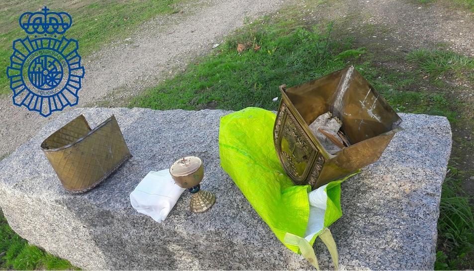 Els objectes de la capella recuperats per la policia.