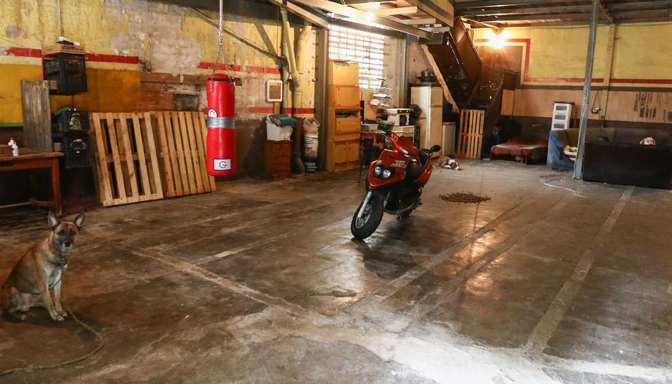 Imatge d'arxiu d'una de les construccions industrials amb ocupes allotjats a l'interior.