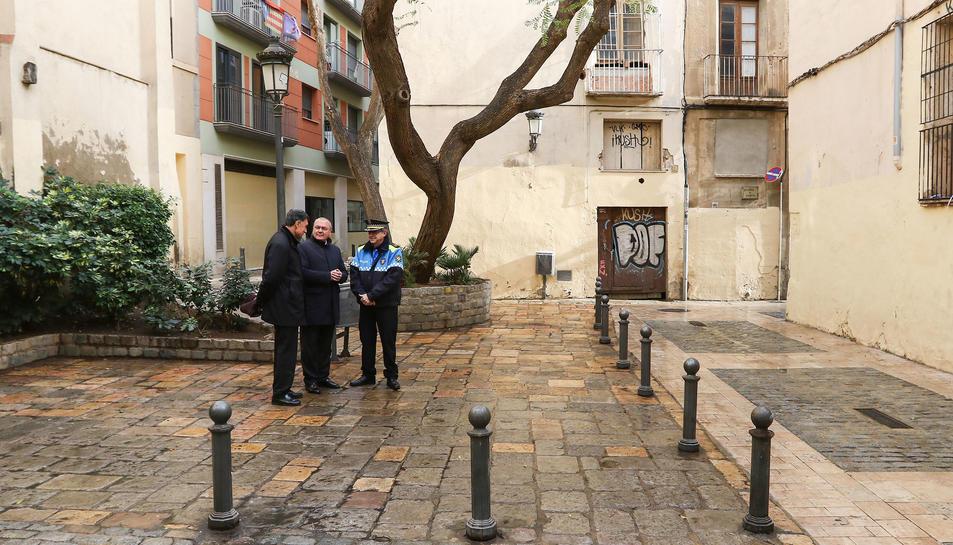 Enrech, Pellicer i Pagès, a la placeta dels Argenters, un espai de 'botellón' entre els 24 de detectats.