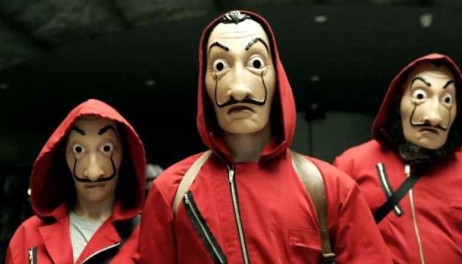 Els protagonistes de 'La casa de papel' vesteixen una máscara de Dalí.