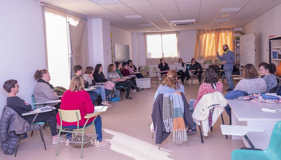 El curs de vetlladors està impulsat per  l'Oficina Municipal de Treball de Constantí.