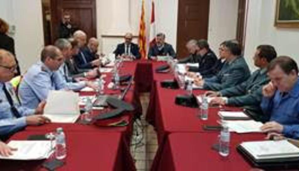 Pla general de la Junta Local de Seguretat, reunida a Valls, amb el conseller d'Interior, Miquel Buch, i l'alcalde de la ciutat, Albert Batet. Imatge del 25 de gener del 2019