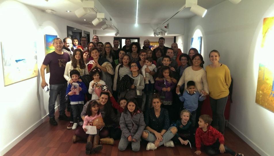 Imatge d'integrants de l'Associació Espanyola de familiars i afectats per la síndrome Kabuki.