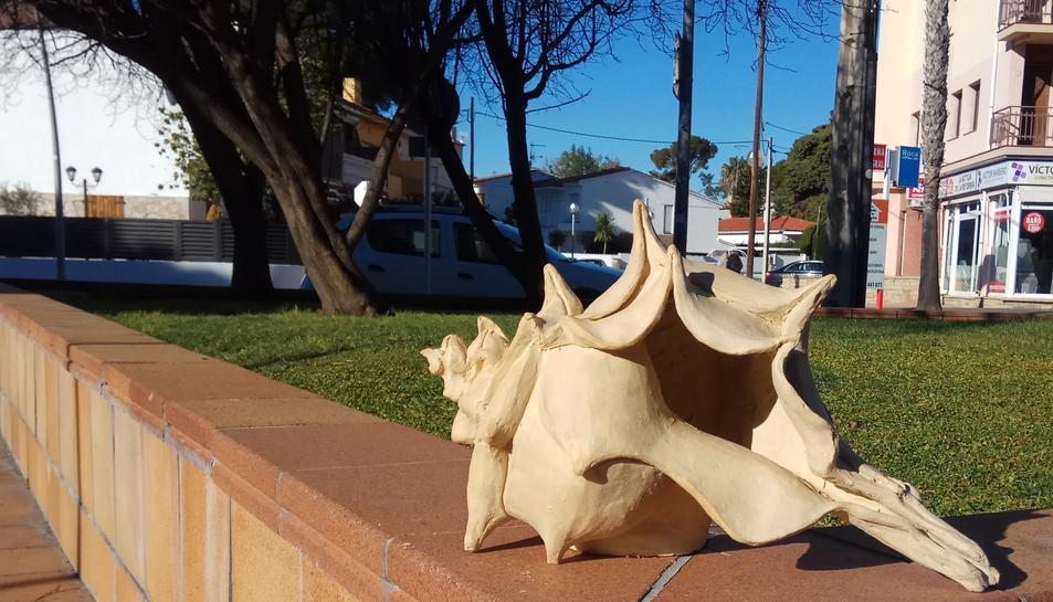 Imatge de l'escultura del cargol sostreta.