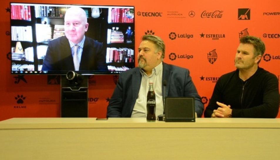 Russell Platt i Clifton Onolfo explicant el projecte a Reus.