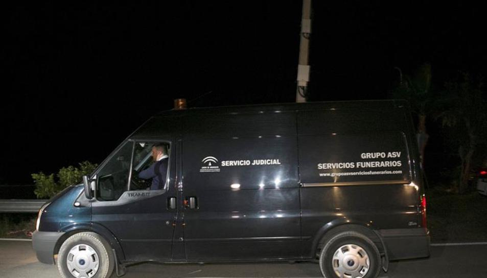 La furgoneta funerària que, previsiblement, traslladava les despulles del nen