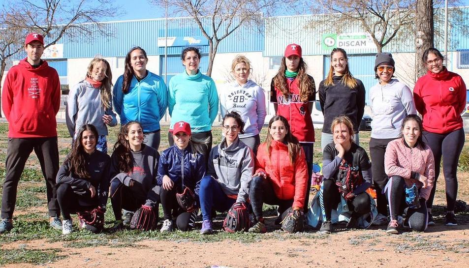 Equip femení de softball tarragoní.