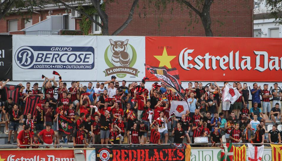 Els RedBlacks en un partit del CF Reus.