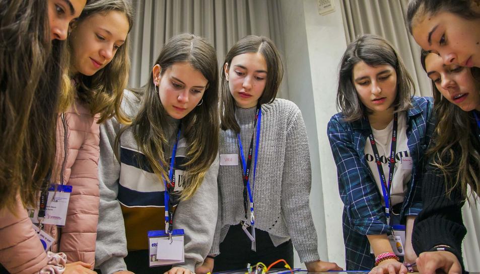 La universitat promociona els estudis d'enginyeria entre les estudiants d'ESO