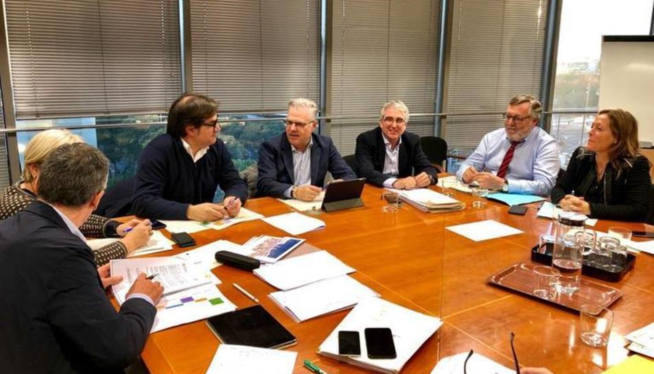 L'alcalde Pere Granados durant la reunió amb la Generalitat.