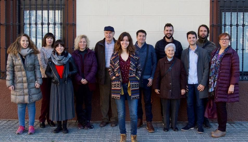 Carla Aguilar, fotografiada amb la resta de futurs candidats a l'alcaldia per En Comú Tarragona.