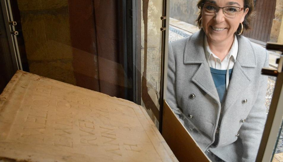 La regidora de Patrimoni, Begoña Floria, durant la presentació de la 2a edició de 'Quan els objectes parlen: la peça del mes'.