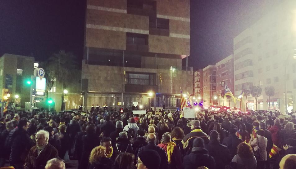 Els manifestants s'han concentrat davant la Subdelegació de Govern de Tarragona.