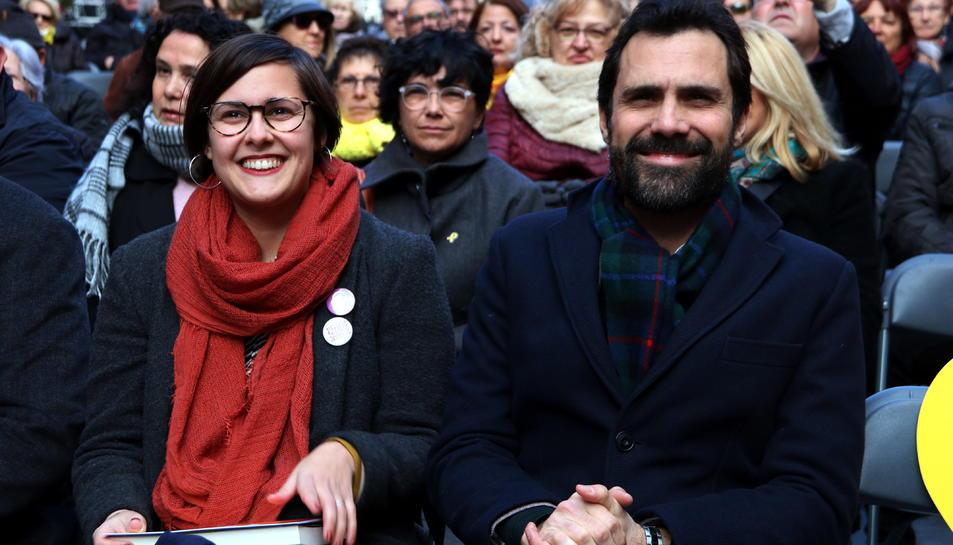 El president del Parlament, Roger Torrent; i la diputada al Parlament, Jenn Díaz, en l'acte de campanya d'ERC 'Ciutats republicanes, ciutats de progrés' celebrat a Cambrils.