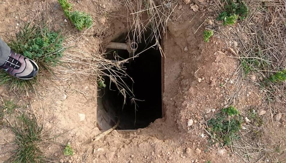 Un dels forats trobats a la zona del Camp de futbol, que després ha estat tapat.