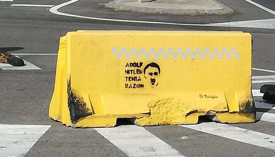 La pintada també porta el rostre del dictador alemany