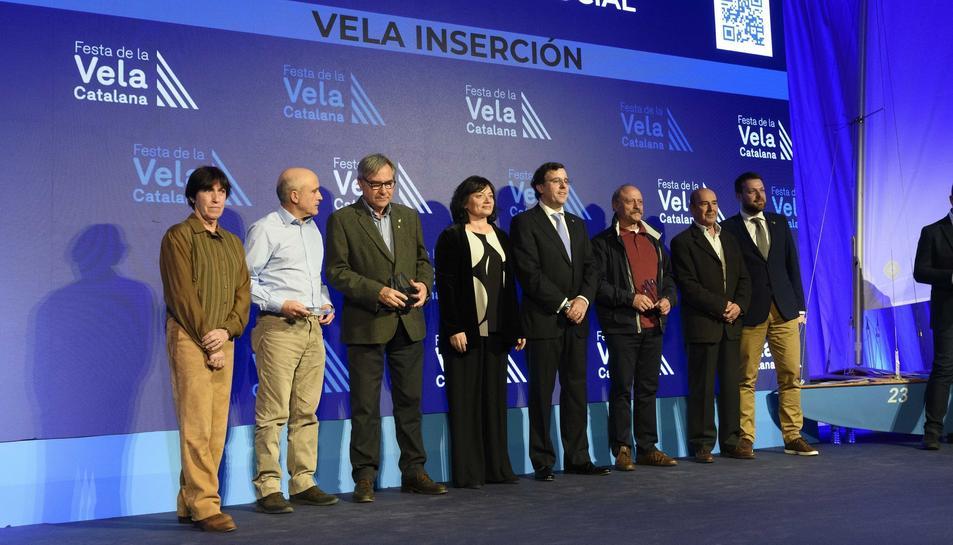 L'Ajuntament de Torredembarra i el Club Marítim rebent el guardó de la Federació Catalana de Vela.