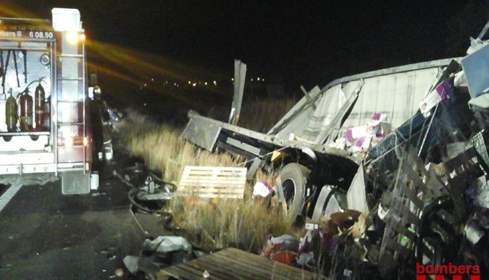 Imatge de l'accident entre dos camions a l'AP-7 a Reus.