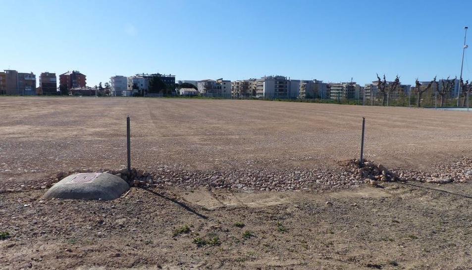 El nou camp de futbol 7 ja està anivellat i preparat per als sistemes de drenatge.
