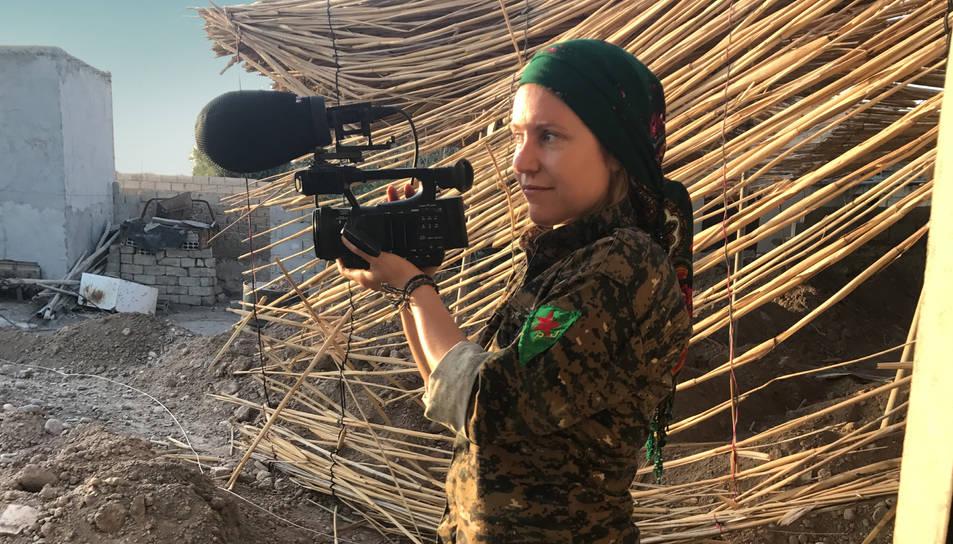 La directora de documentals Alba Sotorra durant el rodatge.