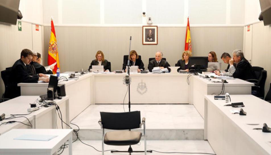 Imatge general de la sala de vistes de l'Audiència Nacional, amb el tribunal que jutjarà Trapero.