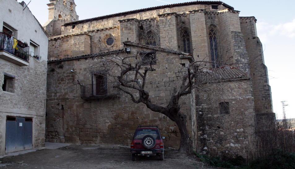 L'actual estat de la Casa Abadia, adossada a l'església Sant Joan Baptista d'Horta