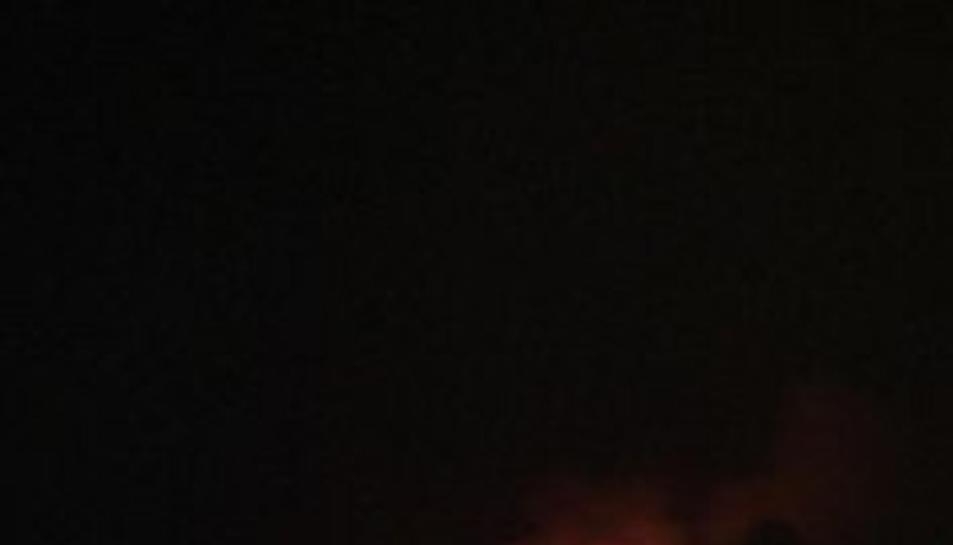 L'incendi va provocar unes grans flames.